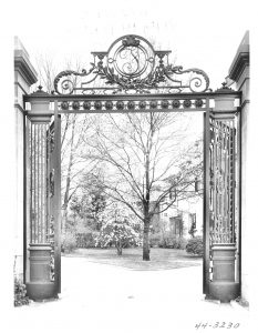 Image of Edgar Brandt gate, taken shortly after original installation